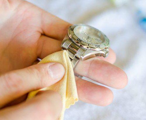 Cách vệ sinh đồng hồ đeo tay thời trang