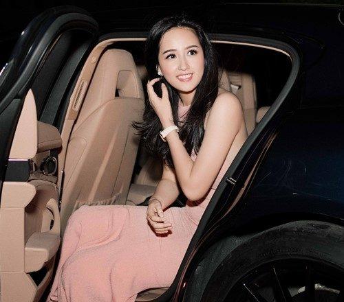 Hoa hậu Mai Phương Thúy đeo đồng hồ tiền tỉ đi dự sự kiện