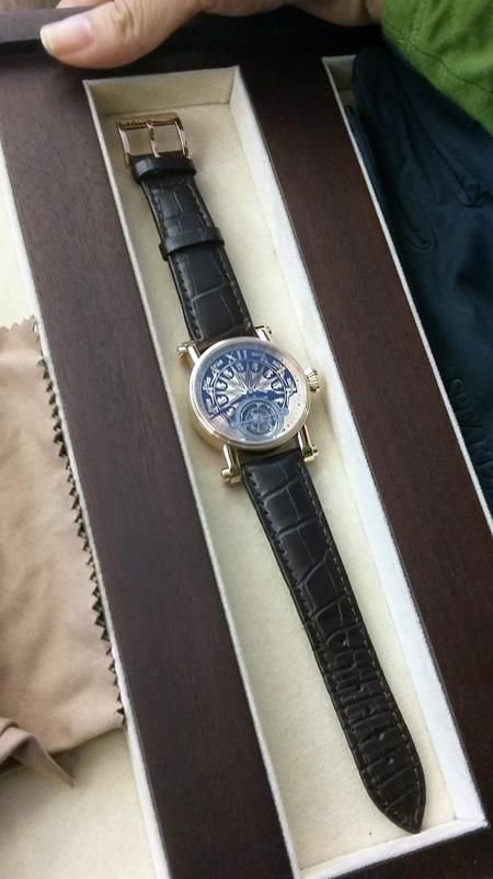 Đồng hồ 3 tỷ họa tiết trống đồng