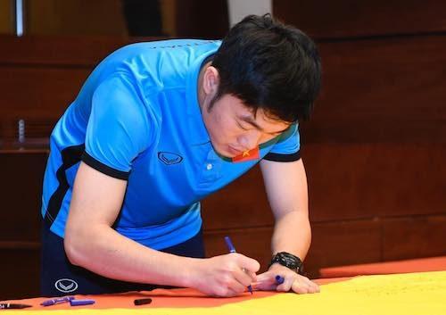 Săn tìm đồng hồ đeo tay của Trường Hip đội trưởng dễ thương của U23 Việt Nam