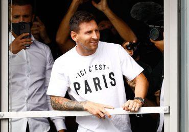 Lionel Messi đến Paris với một chiếc Rolex Yacht Master